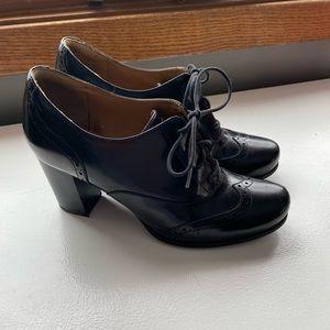Clark's lace up Oxford heels, women's size 9.5